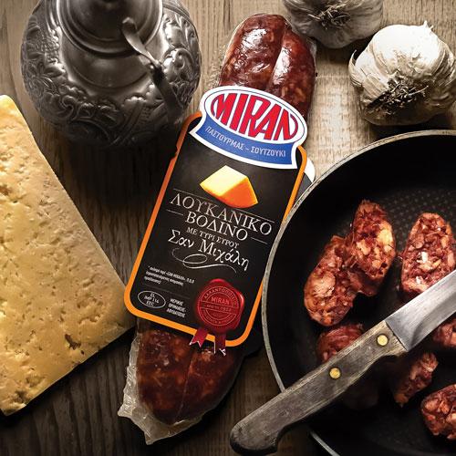 Λουκάνικο με τυρί Σύρου